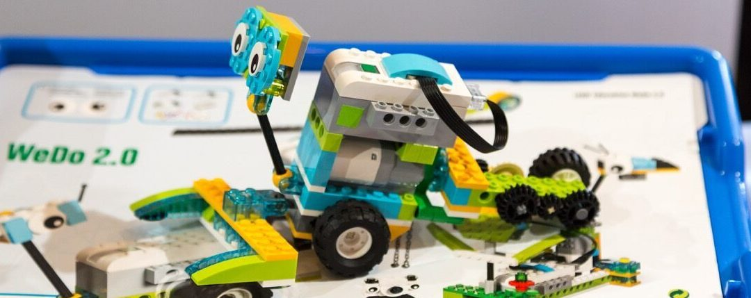 Exploring the LEGO WeDo 2.0 Robot with Mission Moon Camp